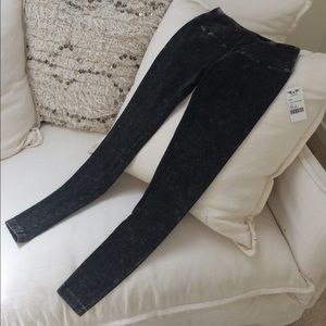 NWT!!! Hard Tail Flat Waist Ankle Legging